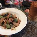 22712395 - ランチの炒め物と餅米