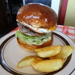 ペペキッチン - 2013年11月 ハンバーガー目玉焼きトッピング