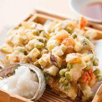 花茶夢 - 季節の素材が使われた「小海老と小柱のかき揚」 さっくりした食感が人気です。