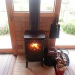 コールズガーデンハルブフラグ - 暖炉が暖かい雰囲気をかもし出している