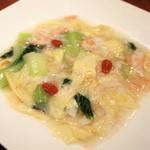 梅包 - ズワイガニと青菜と湯葉の煮込み