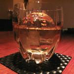 スケアクロウ - 何かのウイスキー。 ウイスキーはマニアックなものが色々揃ってます。 お高いものもあるのでご留意下さい♪