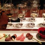 スケアクロウ - 時々(月1?)で開かれるウイスキー会で、Y氏のレクチャーを聴きながら 試飲します。 こちらはスペイサイドの試飲会のもの。  試飲会にはちょっとしたおつまみも付きます。