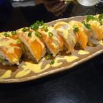 22721294 - サーモンとクリームのチーズのロール寿司830円