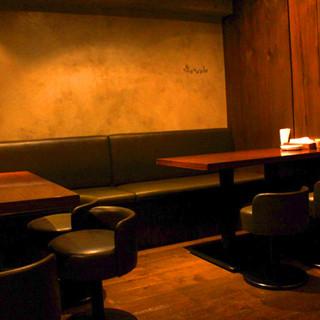 テーブル席4名×2卓