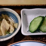 魚玉 - 魚玉 @神保町 定食に付く漬物とメンマ?の小皿
