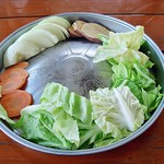 ダチョウ王国 軽食コーナー - BBQセットの野菜ですw 見た目は動物のご飯みたいですが、BBQにすると美味しいから不思議 (笑