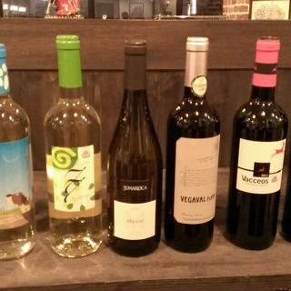 スペイン産ワイン!グラスでも種類が豊富にございます!