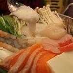 糀Cafe Izakaya Suiren - 海鮮出汁のとろろ鍋 一人前980円【冬季限定】