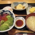 22732239 - 漬まぐろとアボカド丼ぶり(¥1,000)