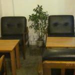 niji cafe - ソファ席もあり
