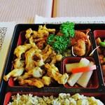 22735611 - ブナシメジの天ぷら・鶏肉風(グルテンミート)の唐揚げ