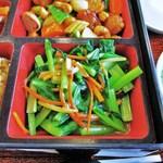 22735621 - 金華ハム(グルテンミート)と季節の青菜炒め