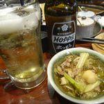 居酒屋うん - 料理写真:白ホッピーセット[400円]&お通し(鶏モツ煮込み)