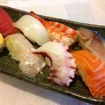 寿司の居酒屋 甚 - にぎり盛り合わせ 八ヶ 650円