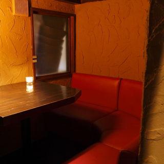 カップル個室は洞窟席!人気個室、ご予約はお早めに!!