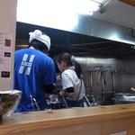 極麺 青二犀 - 店主さんと奥さんの二人で切り盛りされてますよ!!