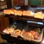 洋菓子のファームソレイユ - パンも売っているみたい、食べてみたい♪
