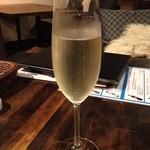 ななたに - ななたにの本日のスパークリングワイン580円(13.10)