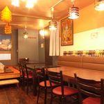 タージマハルエベレスト - ごゆっくりお食事をお楽しみいただける店内