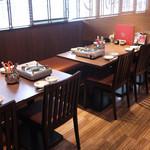 韓のおしり - テーブル席です。47席あります。