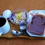 やすらぎ - やすらぎブレンド(400円)+手作りパンモーニング・Aセット(手作りパン・サンド・ゆで卵・サラダ)