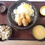 かつ時 - 「カキフライ定食」1417円。