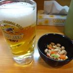 芳園 - 生ビール:490円、お通し(サービス)