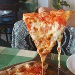 22752491 - ピッツァ・マルゲリータ チーズがとろとろ♪