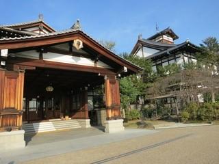 奈良ホテル ティーラウンジ - 玄関に辿りつきました。