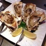 22754870 - カキのグリル ~ガーリックソース~ 大粒の牡蠣のジューシーな味と食感が素晴らしかったですね。