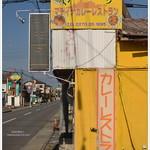 マディナ カレーレストラン - お店横アングル