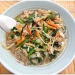 晴華 - 肉細切麺 \750 肉野菜炒め自体がかなり油っこい仕上がりです。