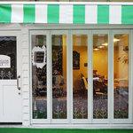 Shirogane-Table - 窓のドローイングは地元の作家さんに描いて頂きました