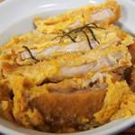 江戸家 - 半かつ丼+半蕎麦セット500円のカツのアップ