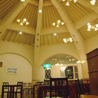 カフェ カプリ - ドーム型の店内