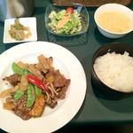 菩提樹 - Bランチ(牛肉と季節野菜のオイスターソース炒め)900円