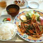 へそまがり - A型ランチ780円(豚肉とキムチ炒め)