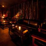 ザバーアルカサル - 『ラウンジスタイル』のソファー席はカップル、団体と様々なニーズに対応。(全11席)