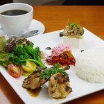 Shirogane-Table - 栄養バランスとカロリーを考えたワンプレートディッシュ。ドリンク付き850yen