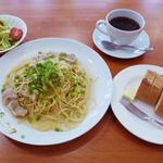 Shirogane-Table - 週替りのパスタランチはドリンク・サラダ付き800yen(パンは+200yen)