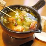 Shirogane-Table - オリーブオイル・にんにく・鷹の爪で具材を揚げ煮したスペイン料理『アヒージョ』750yen~