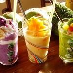 ビタ スムージーズ - 左から、彩り紅芋ばなな/キーツマンゴー/ゴーヤーラッシュ・スムージー