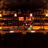 ザバーアルカサル - 『バックバー』には、世界の洋酒が『1000本』以上。