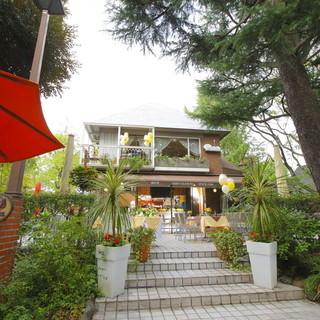 日比谷公園内のガーデンレストランで憩いのひと時を。