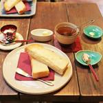 カフェ 火裏蓮花 - トーストセット (紅茶) (550円)  '13 11月中旬
