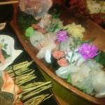和食個室×とろろしゃぶしゃぶ にっぽん市 - 7種のお刺身花畑盛り(1380円)