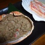 和食個室×とろろしゃぶしゃぶ にっぽん市 - 蒸しガニと蟹味噌甲羅焼き(780円)
