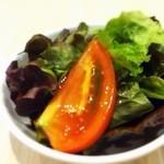 22775777 - サニーレタスとトマトのサラダ