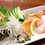万両 - オーナーが以前、魚介専門店でも働いていたこともあることから、良い素材が入るルートを確保されているとのことで新鮮な魚介も美味しい♪